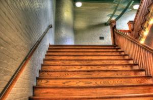 tipi-lesenih-stopnic