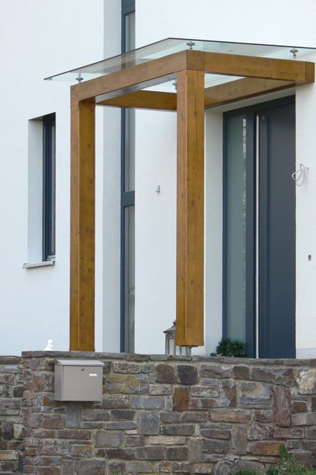 nadstre ek nad vhodnimi vrati odli na za ita vhoda pred vremenskimi vplivi. Black Bedroom Furniture Sets. Home Design Ideas